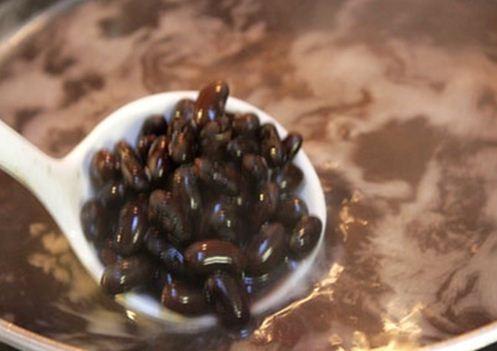 cách nấu chè đỗ đen hạt sen 2