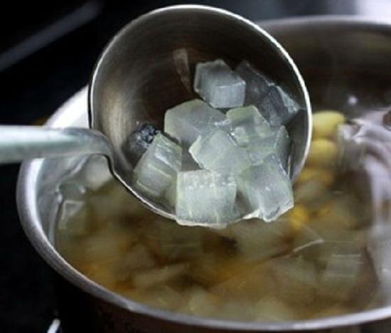 Cách nấu chè hạt sen đậu xanh nha đam đường phèn ngon mát