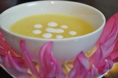 Chè hạt sen đậu xanh nước cốt dừa