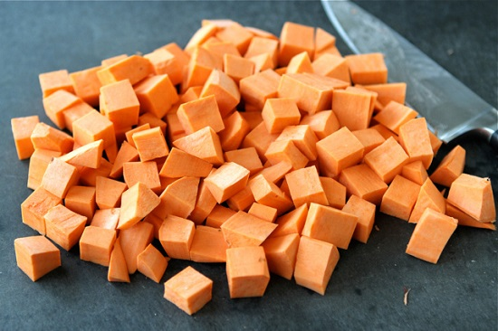 Cách-làm-món-chè-khoai-lang-ngọt-bùi-mới-lạ-1