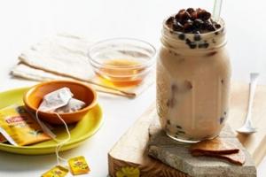 """Cách làm trà sữa Lipton trân châu thỏa cơn """"thèm""""  chỉ với 2 bước đơn giản"""