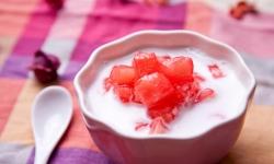 Giàu dinh dưỡng với cách nấu chè củ năng trái dừa hương vị Thái