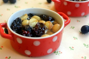 Chè táo đỏ hạt sen bạch quả đơn giản bồi bổ sức khỏe