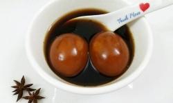 Mới lạ cách nấu chè trứng hồng trà ngon khó cưỡng
