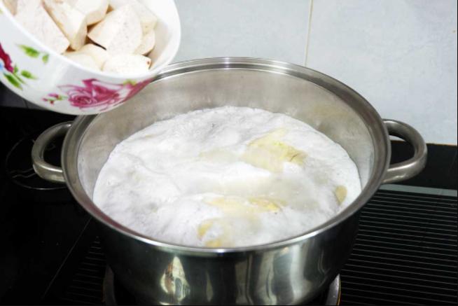 nấu chè chuối khoai lang