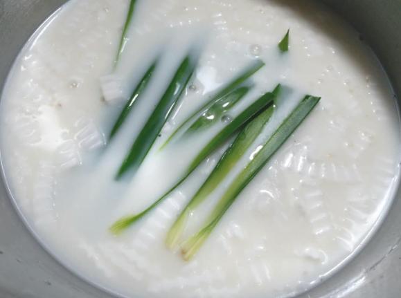 Nấu chè dừa non thạch lá nếp