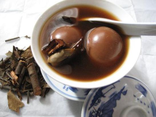 cách nấu chè trứng hồng trà
